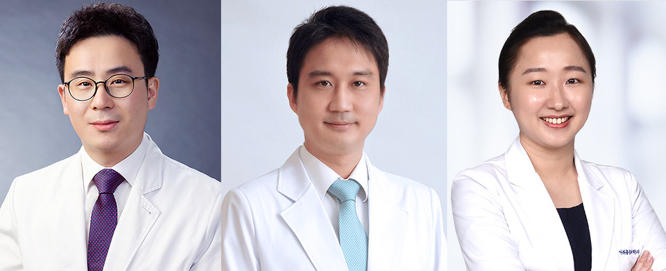 A research team led by (from left) Professor Lee Ho-jin, Cho Soo-ick and Yoon Susie from Seoul National University Hospital has found age and severity of underlying diseases significantly affect Covid-19 patient's deaths (SNUH)