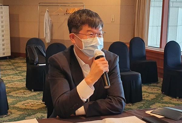 이기 일 보건 복지부 보건 정책 부 차관이 최근 기자 회견에서 연설하고있다.