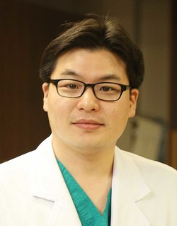 Professor Kyung-won of the Department of Radiology at Asan Medical Center and his team have developed an automated system that manages clinical trial image data. (AMC)